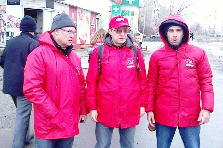 Активисты Ленинского райкома КПРФ встретились с населением Саратова