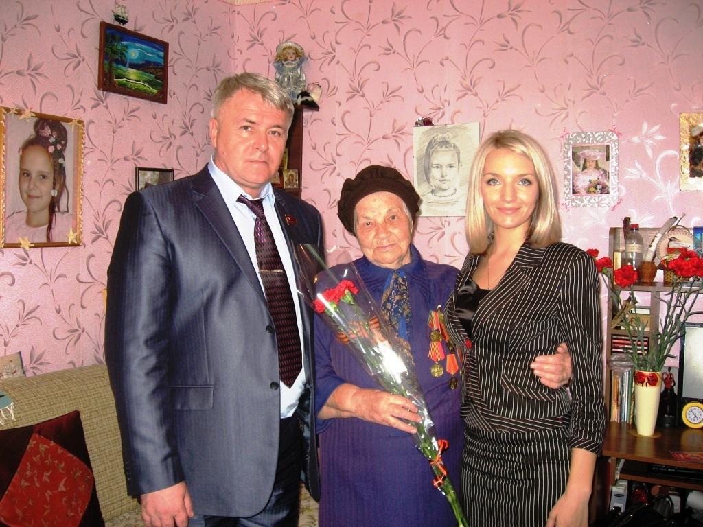 Энгельсский депутат, коммунист Иван Лещенко и его помощники  поздравили ветеранов с ДНЁМ ПОБЕДЫ