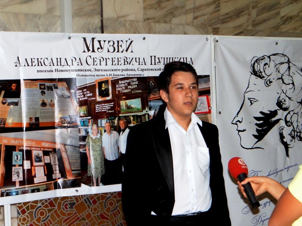 участники конкурса дают интервью ТВЦ