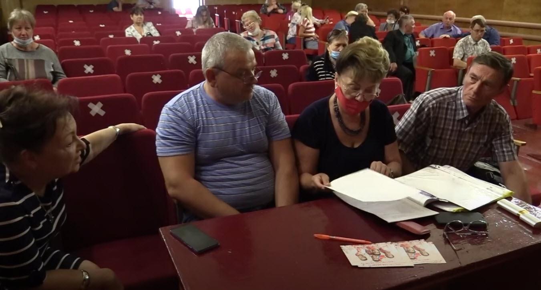 Жители Пугачева идут за помощью к депутатам от КПРФ