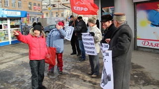 Коммунисты начали «разогревать» Саратов пикетами