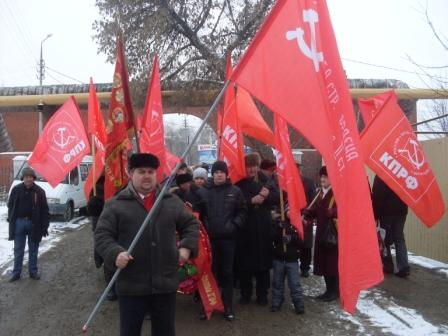 Саратовские коммунисты почтили память героев Сталинграда