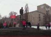 Саратовские коммунисты поздравили земляков с Днём космонавтики