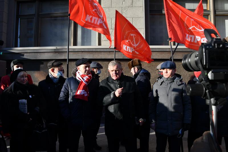 «Нет дистанту!». Встреча депутатов фракции КПРФ с избирателями
