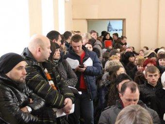 Граждане требуют прогнать студентов с публичных слушаний. Александр Анидалов свистит