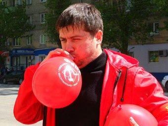 Молодые коммунисты украшают Саратов к 9 мая