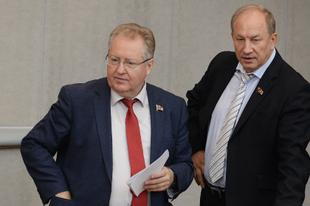 ИА «Интерфакс». Коммунисты предлагают Госдуме законодательно запретить работу на госслужбе лицам, имеющим судимость за коррупцию