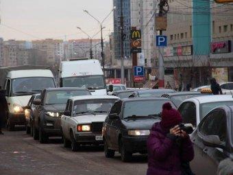 Энгельсские дальнобойщики устроили акцию протеста на центральной улице города