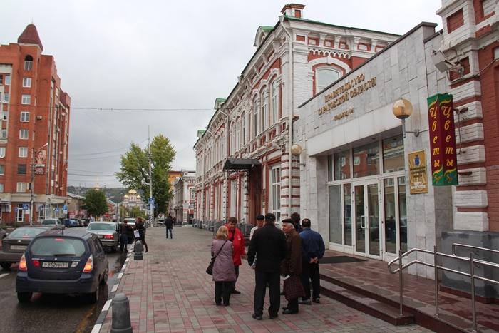 Жители Заводского района требуют у проходной правительства встречи с губернатором