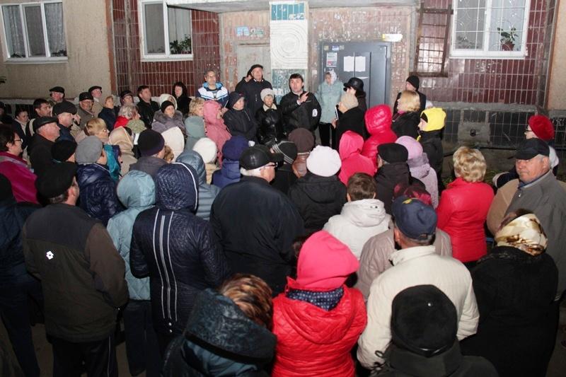 Несмотря на угрозы и провокации, жители покидают скандальное АТСЖ Ленинского района