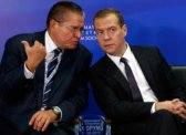 СМИ: Медведева готовят к показательному «сливу»