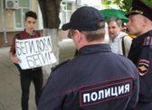 В Саратове несовершеннолетнего оппозиционера задержали за пикет против политических репрессий
