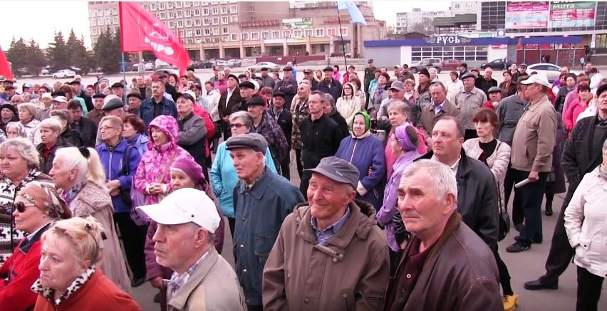В Балаково прошел общегородской митинг, посвященный социально-экономическим проблемам области, организованный местным отделением КПРФ