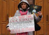 Мать убитого балаковца требует от Филипенко возбудить уголовное дело