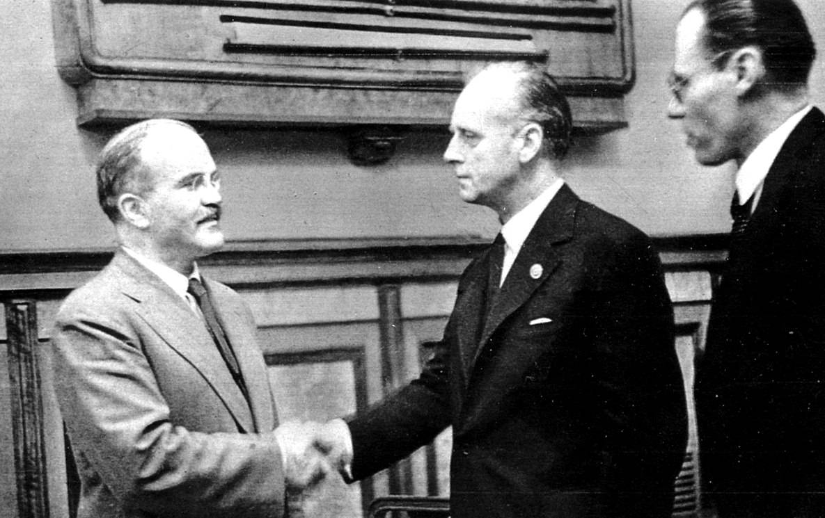 Профессор Алексей Плотников: «Европа должна быть благодарна СССР за пакт Молотова — Риббентропа»