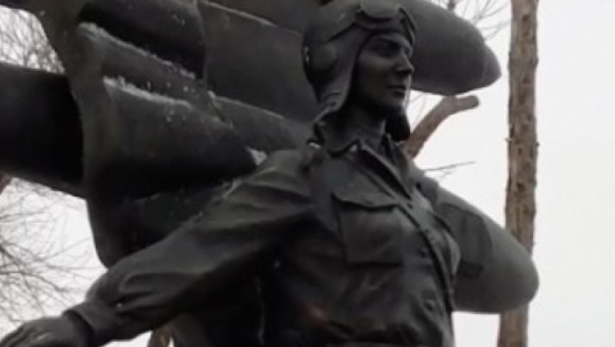Вечная слава героям-авиаторам!