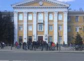 Карантин по-саратовски: возле районных администраций выстроились очереди за пропусками