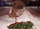 Активист КПРФ Виталий Москов возложил цветы в память погибших на АН-148 в Подмосковье