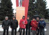 В Пугачёве коммунисты возложили цветы к памятникам В.И. Ленину