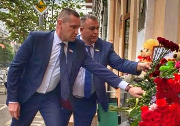 В Саратове почтили память погибших в школе N 175 г. Казани
