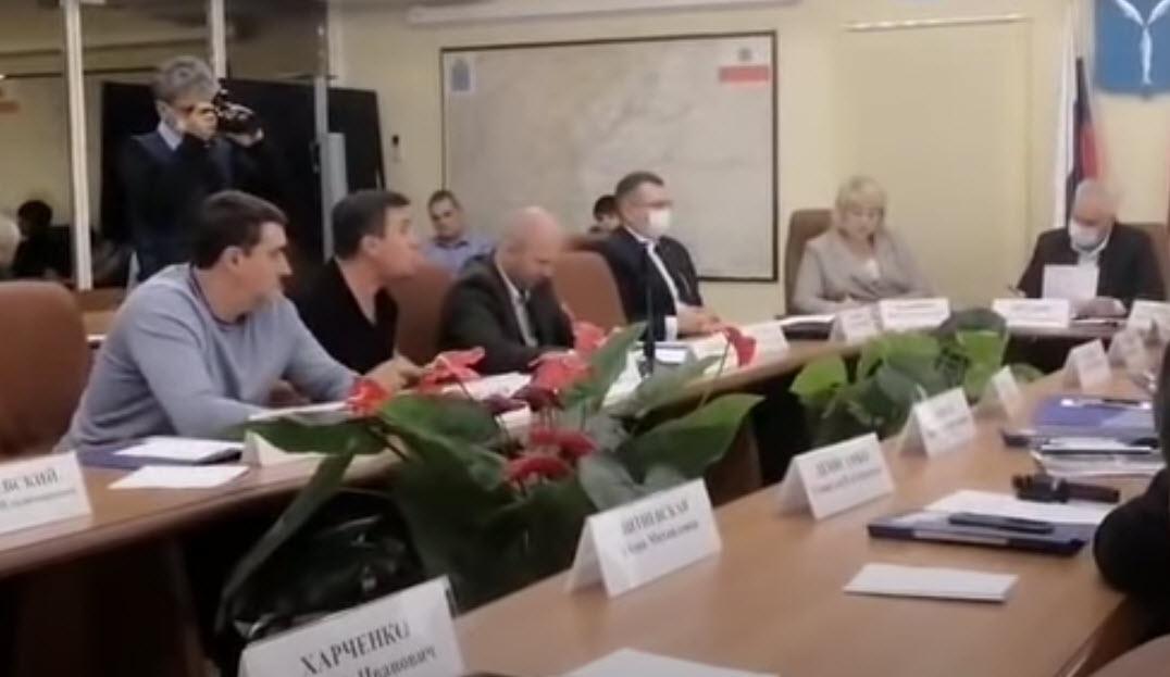 Депутат-коммунист Николай Бондаренко разнёс инициативу правительства увеличить зарплату чиновникам