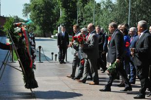 К 70-летию освобождения Белоруссии! Г.А. Зюганов возложил цветы к Могиле неизвестного солдата у Кремлевской стены