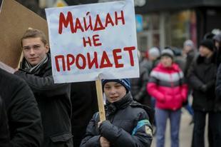 «Своих не сдаем!». Призывы и лозунги КПРФ к акции в защиту референдума в Крыму