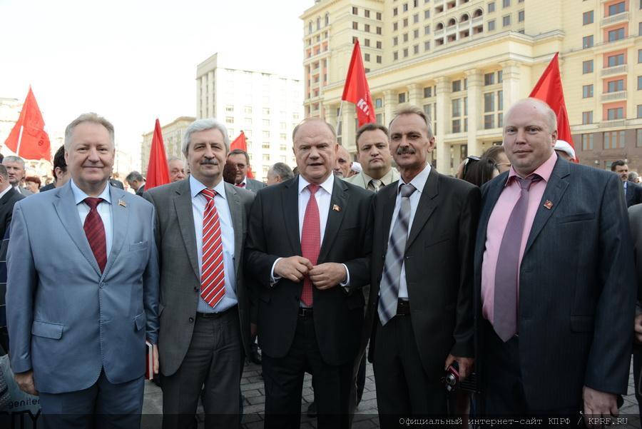 Г.А. Зюганов: «Наша команда в состоянии эффективно работать». В Москве завершился I Всероссийский форум депутатов-коммунистов