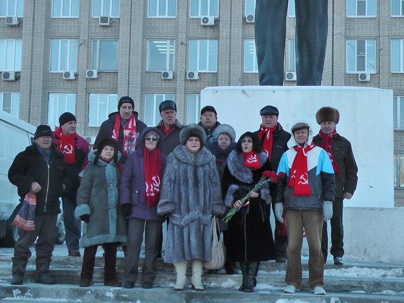 21 января 2015 года, в день памяти Владимира Ильича Ленина, коммунисты г.Балаково возложили цветы к памятникам Великому вождю пролетариата