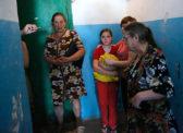 «Они балансируют на грани» Бедных россиян становится все больше. Многие никогда не выберутся из нищеты