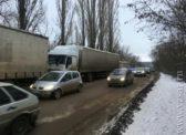 Запрет на въезд в Саратов большегрузов привел к транспортному коллапсу