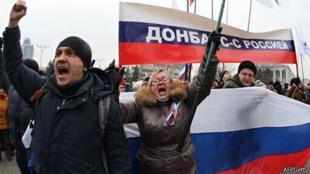 Массовые пророссийские митинги на Востоке Украины. Теперь и в Донецке над ОГА водрузили российский флаг. Путин запросил у Совфеда разрешение на использование армии на Украине