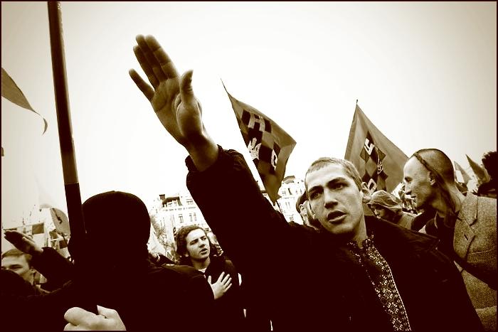 Днепропетровск. Банды бандеровцев чинят произвол против мирного русского населения. Видео