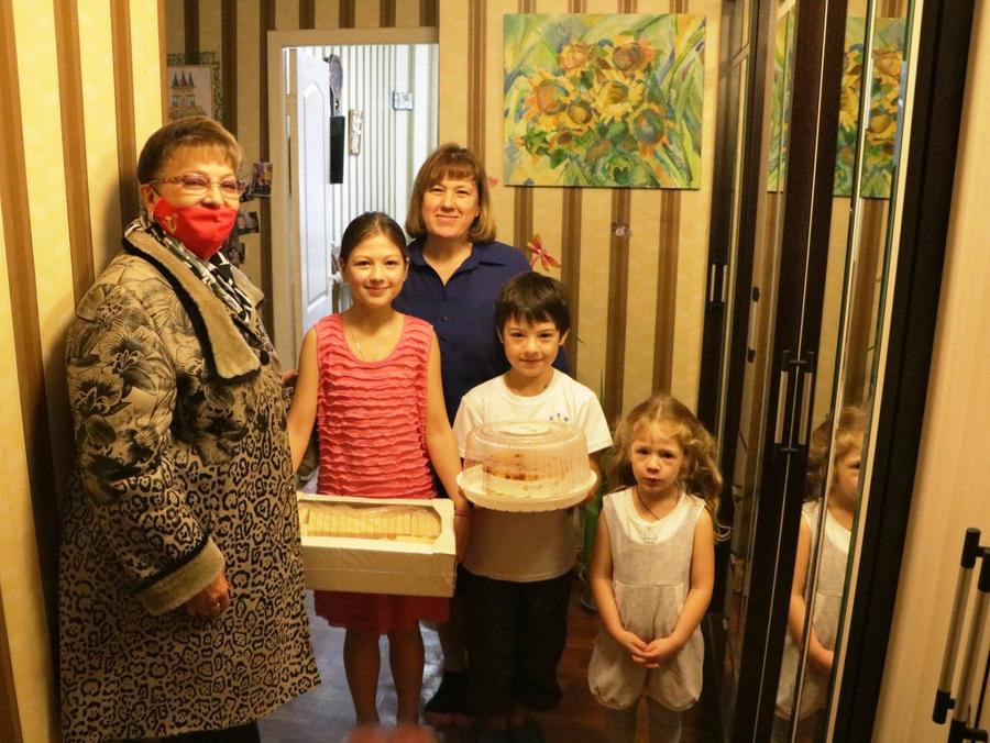 В канун Дня матери Ольга Алимова посетила многодетные семьи