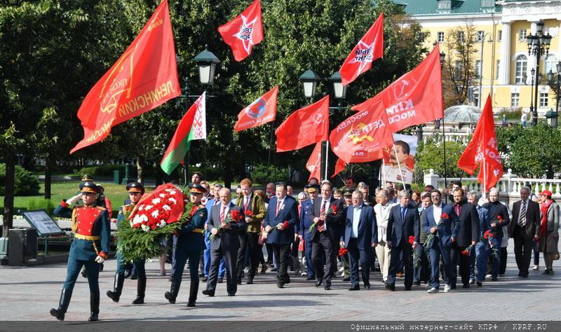 В 75-ю годовщину победы над Японией состоялось возложение цветов к Могиле Неизвестного солдата у Кремлевской стены