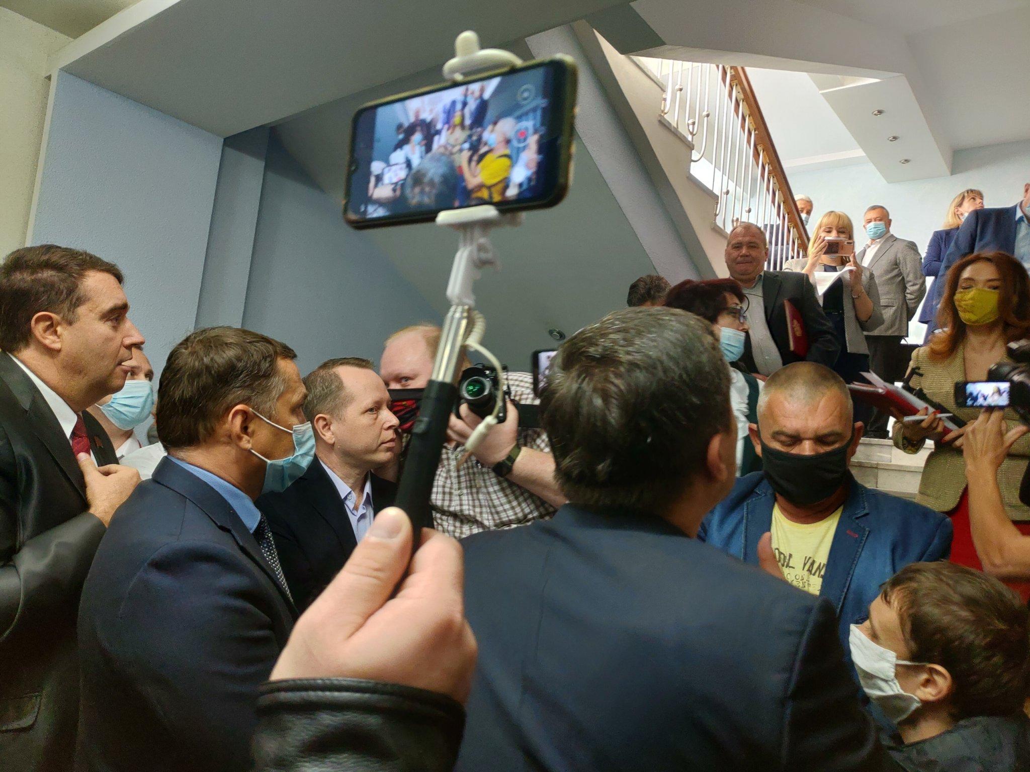 Первое осеннее заседание Саратовской областной думы началось со скандала
