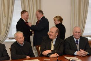 Г.А. Зюганов наградил памятной медалью ЦК КПРФ группу министров СССР