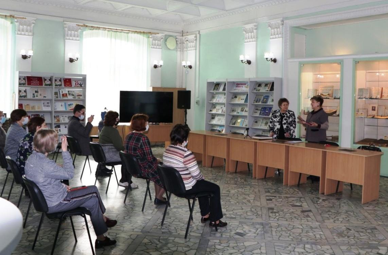 Ольга Алимова поздравила с юбилеем коллектив Саратовской областной универсальной научной библиотеки