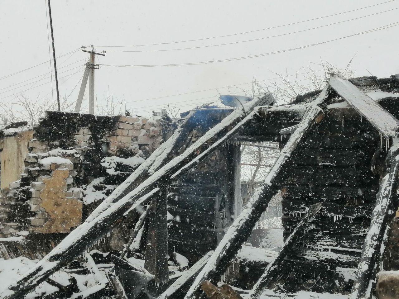 В посёлке Михайловка сгорел цех активиста, выступающего против присоединения села к Саратову. Мужчина не исключает поджог