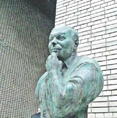 «Однорукий бандит» — так острословы уже окрестили памятник Егору Гайдару
