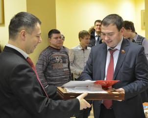 Ю.В.Афонин наградил победителей и призёров шахматного турнира памяти В.А. Стародубцева