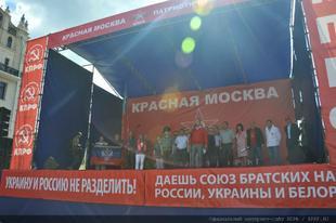 «С нами правда, с нами Москва. Мы победим!». В столице прошел митинг в защиту отечественного товаропроизводителя, против бандеровщины и западных санкций