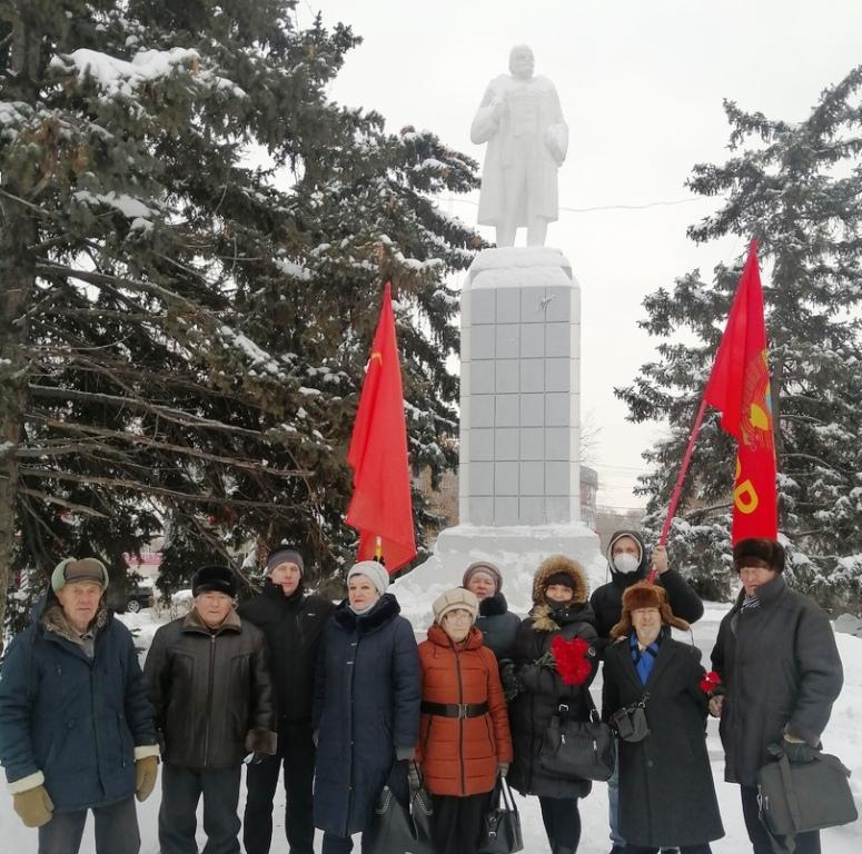 Энгельс. Коммунисты почтили память Ленина