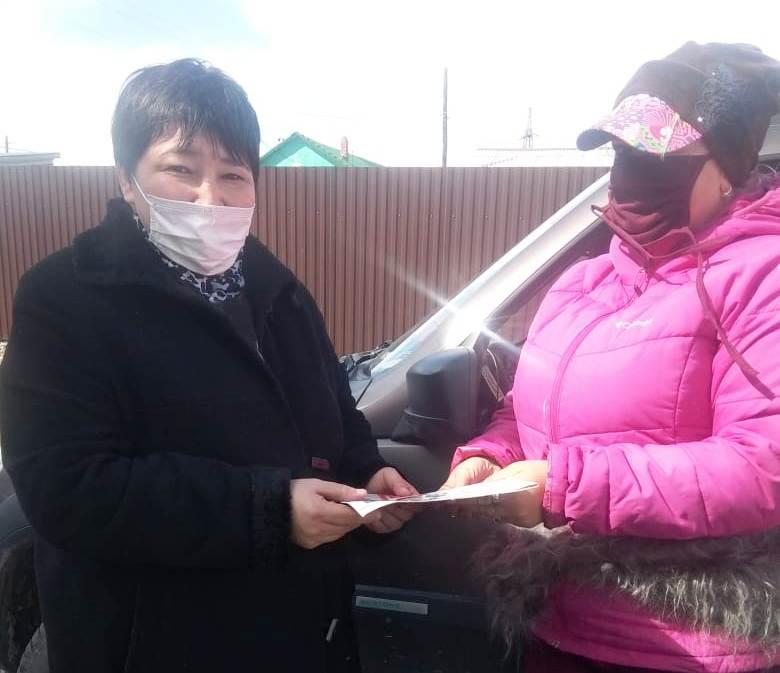 Активисты ВЖС «Надежда России» раздавали газету Коммунист
