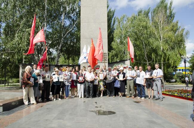 Балаково. В День памяти и скорби коммунисты возложили цветы к Вечному огню