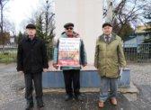 Активисты Аткарского горкома КПРФ провели серию одиночных пикетов