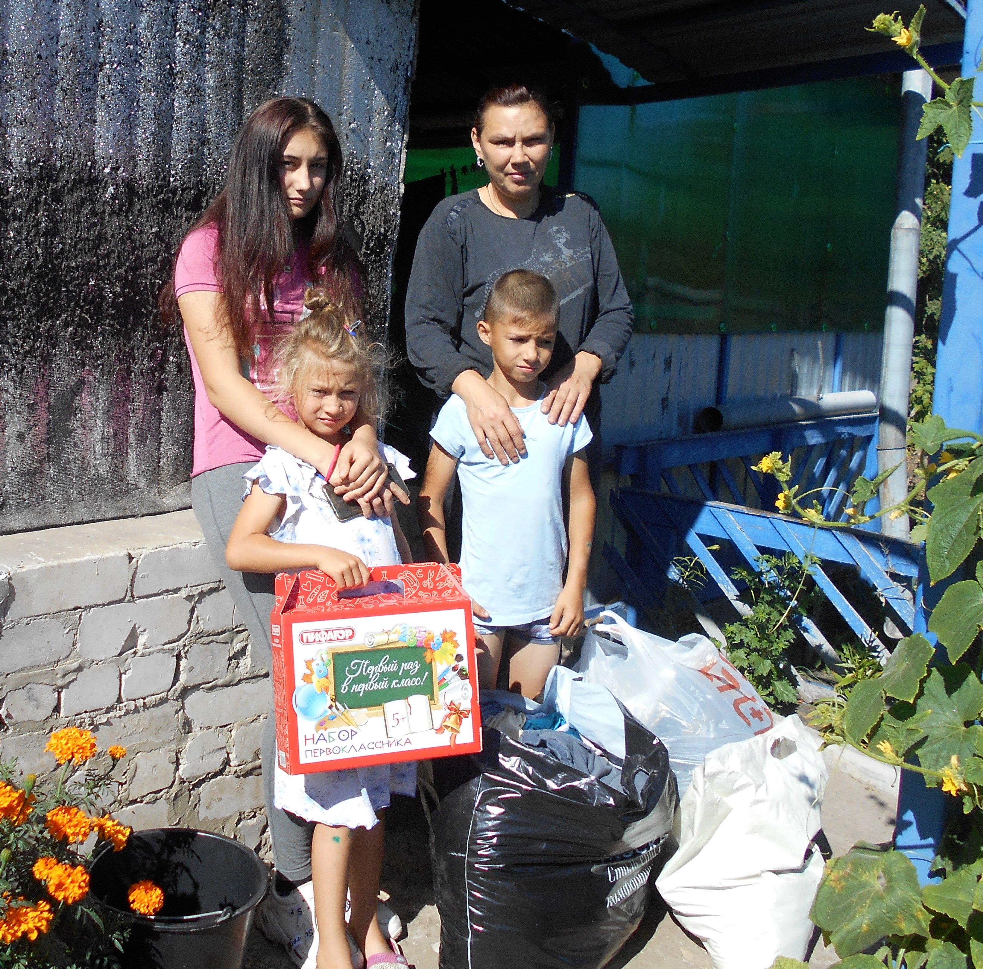На протяжении ряда лет Турковским РК КПРФ осуществляется гуманитарная помощь многодетным и малообеспеченным семьям района