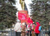 Коммунисты Ленинского райкома КПРФ возложили цветы к памятнику В.И.Ленину