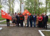 Коммунисты Светлого приняли участие в мероприятии на братской могиле в Елховке Татищевского района