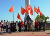 В Энгельсе 9 мая на празднике ПОБЕДЫ КРАСНЫЕ ЗНАМЁНА были только в руках коммунистов